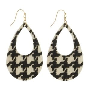 NWT  BOUTIQUE  HOUNDSTOOTH EARRINGS  *BEST SELLER*